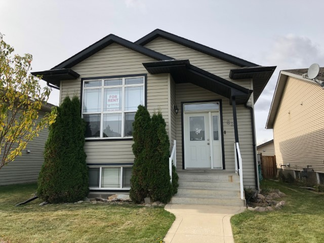 Sylvan Lake House for rent, click for more details...