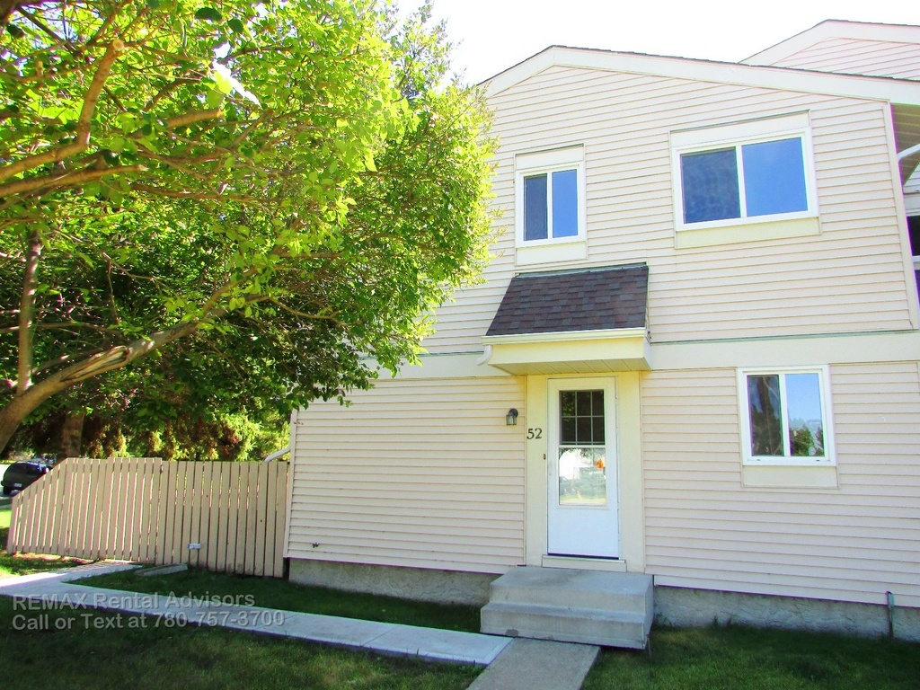 Devon Townhouse for rent, click for more details...
