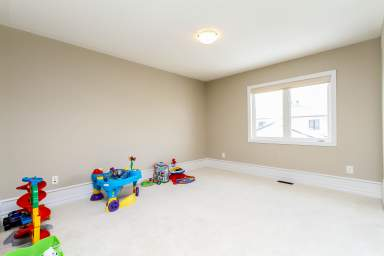 Home For Rent in  339 Sugar Pine Crescent, Kanata, ON