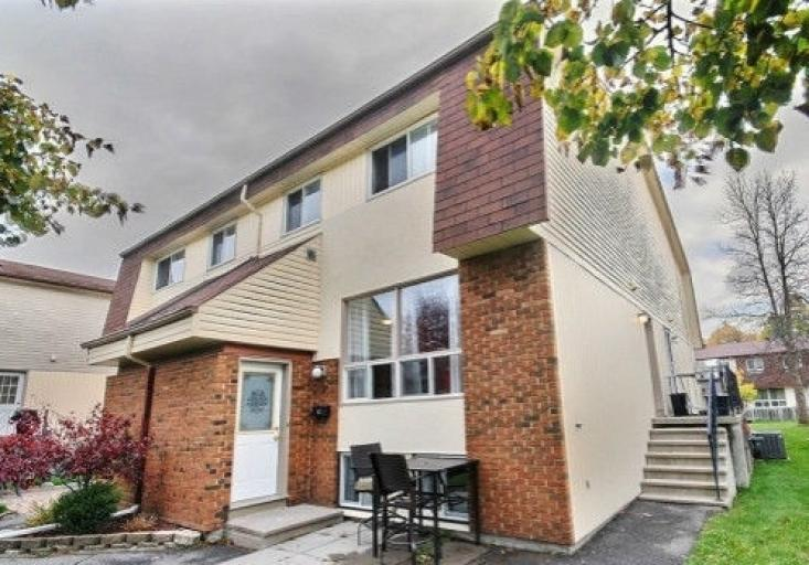 6C Forester Crescent