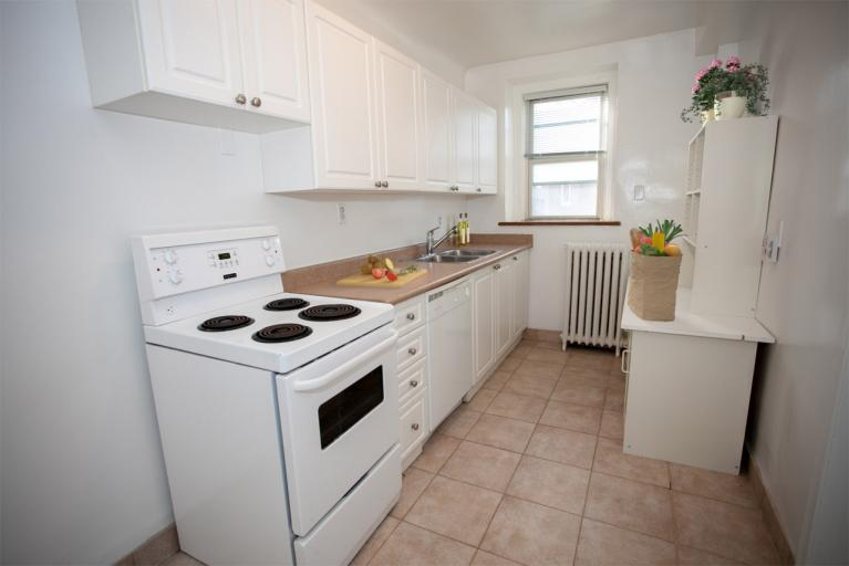 8385 staged kitchen