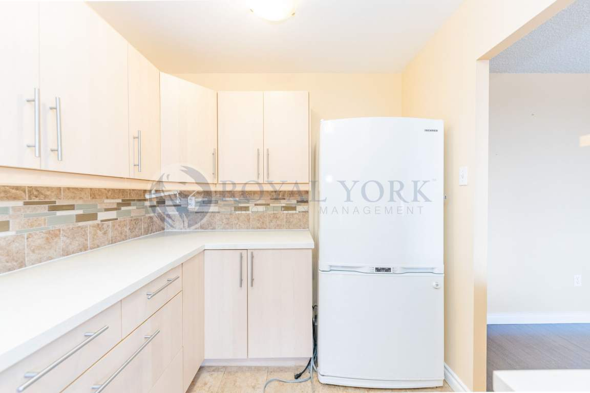 Thornhill Apartment for rent, click for more details...