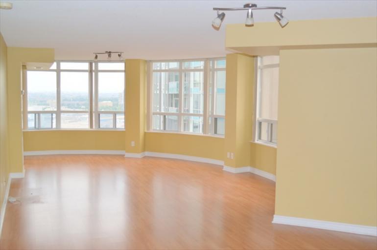 2124 - Living Room
