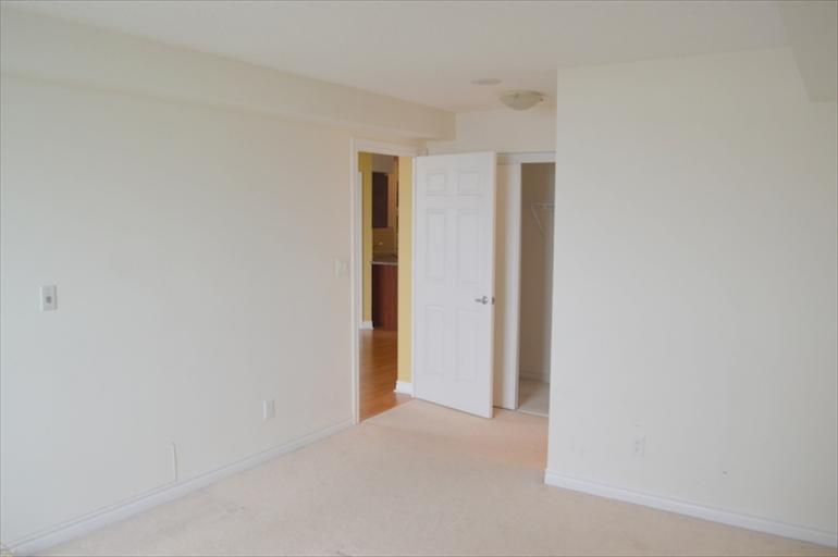 2124 - Masterbedroom