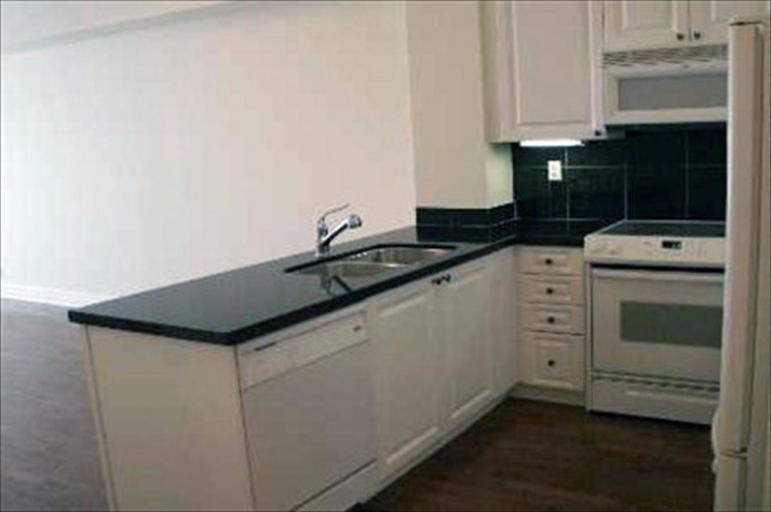712 - Kitchen
