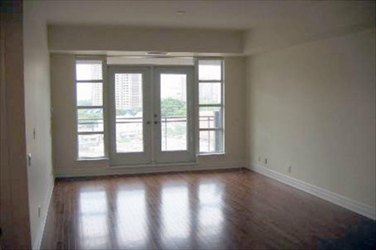 712 - Living Room