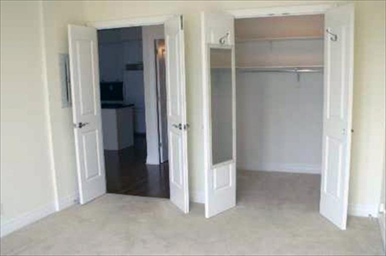 712 - Bedroom
