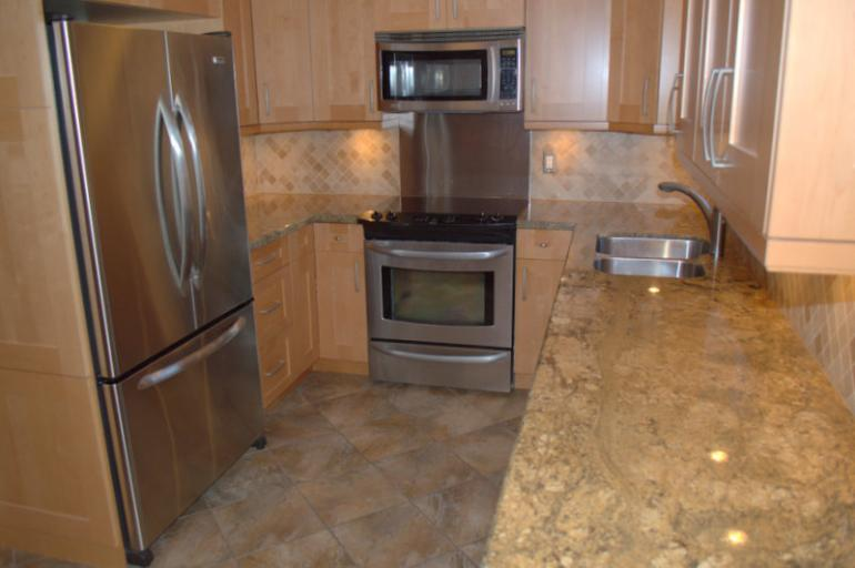 Modern Kitchen, Granite Counter tops and Stainless steel Applainces