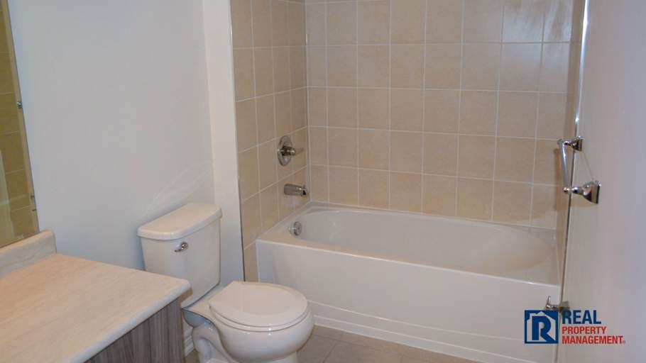 bathtub/shower in 4 piece washroom