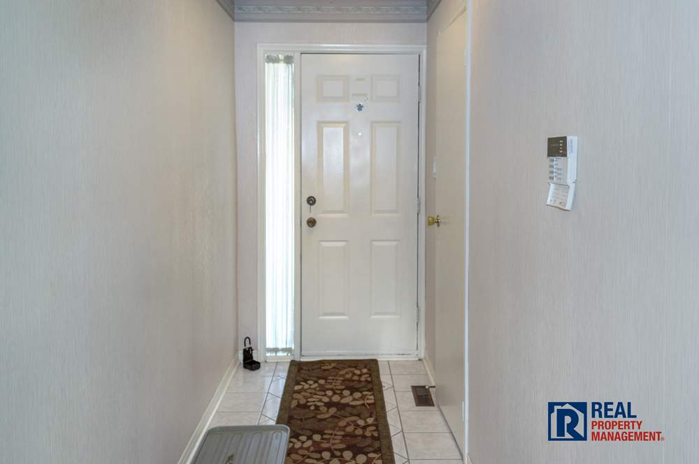 Toronto Ontario House for rent, click for details...
