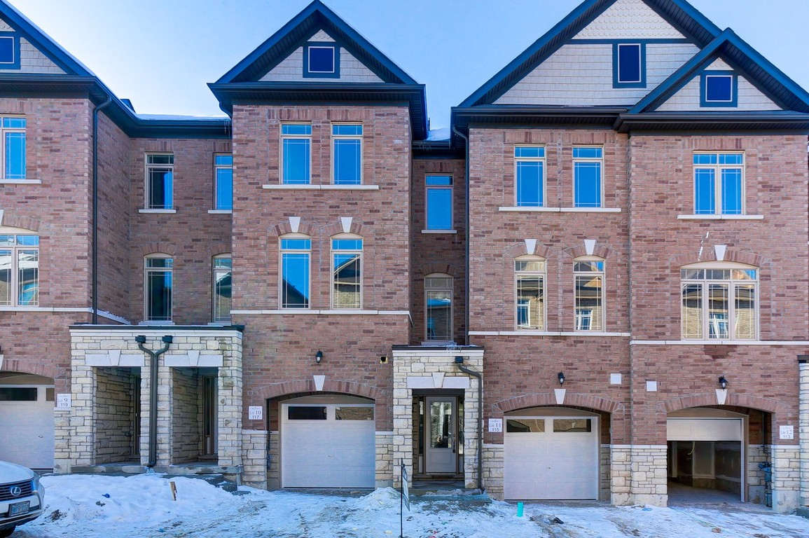 Newmarket Townhouse for rent, click for more details...