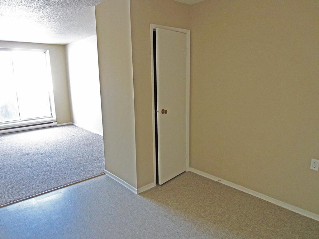 New Hamburg Apartment for rent, click for more details...