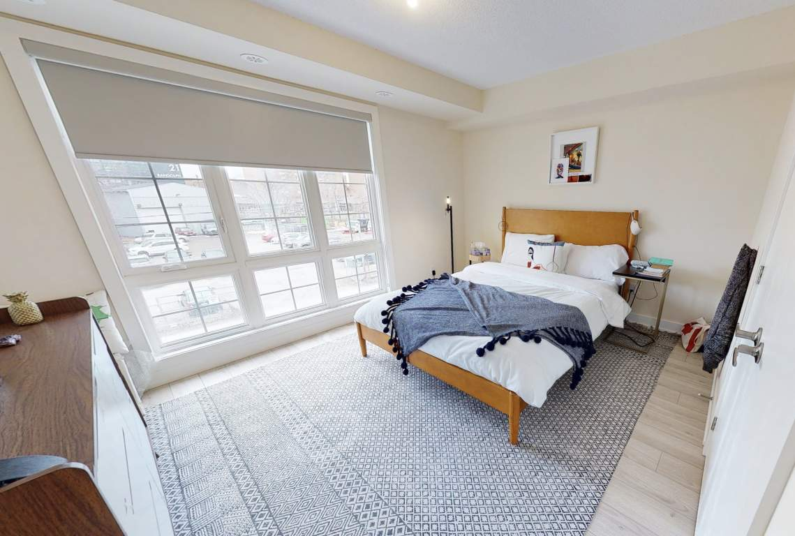 Toronto Room for rent, click for more details...