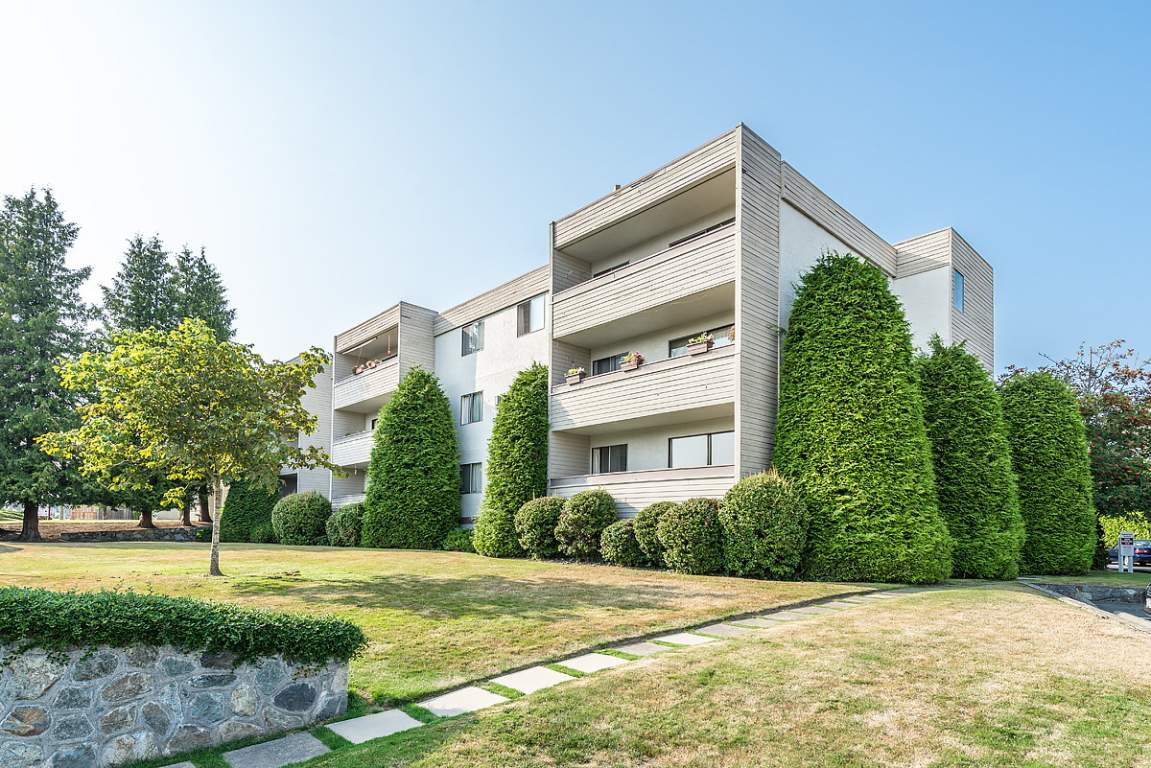Brentwood Bay Apartment for rent, click for more details...
