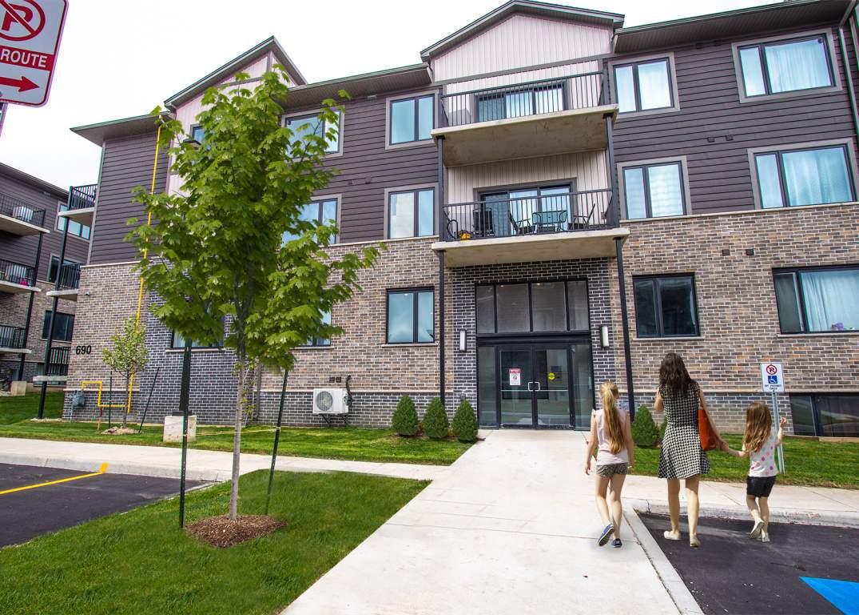 Cinque | Apartment in North London Ontario | Sterling Karamar
