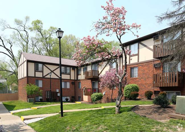 The Heights Apartment Rentals in Canton, OH Image