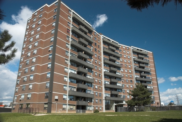 Toronto West 3 bedroom Apartment For Rent