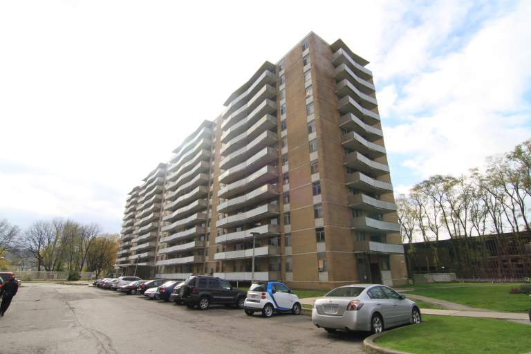 Camelot Towers - 1001 Main West, Hamilton