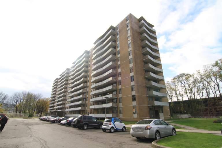 Camelot Towers - 1001 Main West, Hamilton