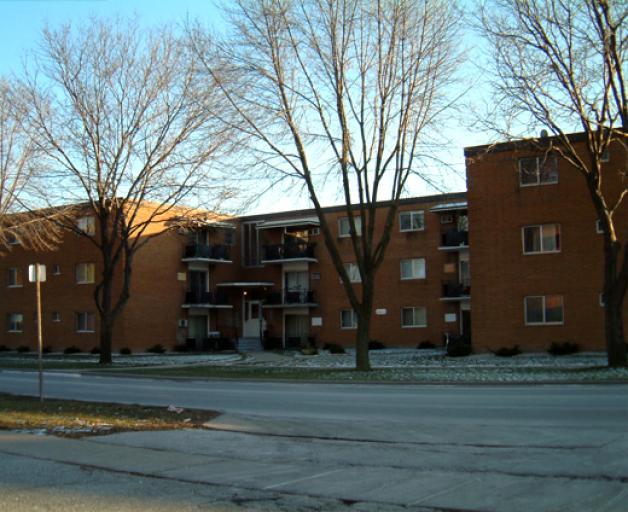 Riverside Court Apartments