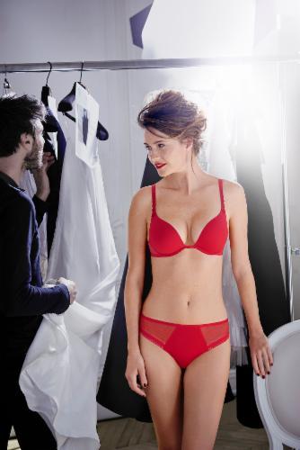 Simone Perele Lingerie Maillots de bain Collants Loungewear Conseils personnalisés Réservation d'articles