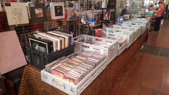 achat et vente de CD/DVD/VINYLES etc achat-vente CD/DVD/BD/Vinyles achat et vente de CD/DVD/VINYLES etc