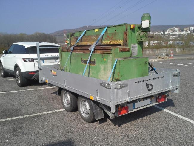 Transport d'une cisaille 1T6 Transports Radioactifs Transports de matières dangereuses. Livraisons express de jour comme de nuit