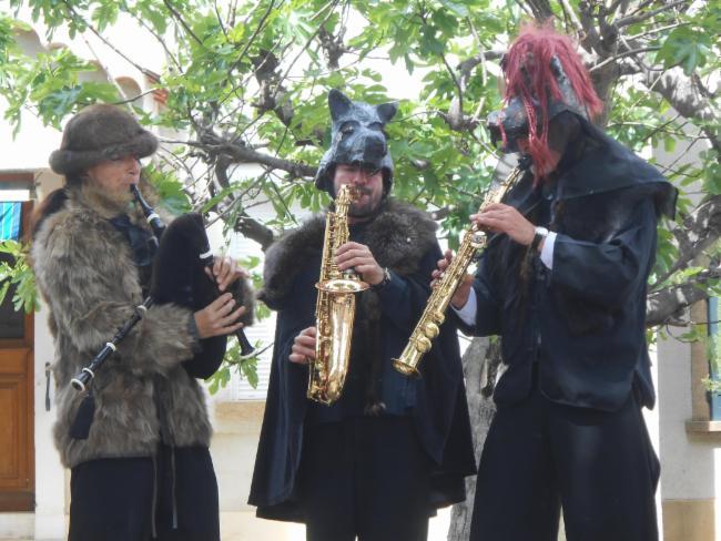beker Noz en trio en déambulation trio ou quintet, costumes Loups et marmotte spectacle musical jeune public