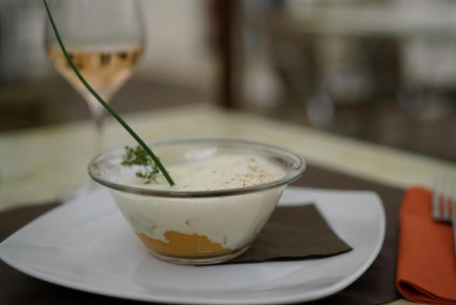 Transparence d'œuf parfait, mousseline de patates douces et émulsion de parmesan Restaurant Cuisine Traditionnelle