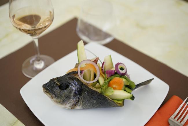 Daurade rôtie et sa jardinière de légumes estivales Cuisine Française Restaurant Cuisine Traditionnelle Cuisine Française