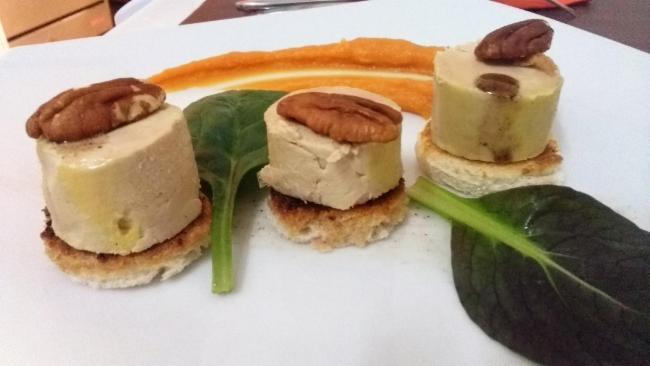 Médaillons de foie gras, lissés noix, vanille Cuisine Française Restaurant Cuisine Traditionnelle Cuisine Française