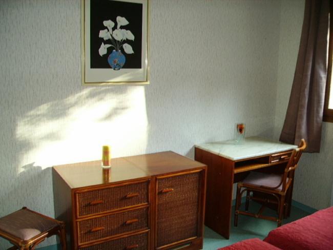 Bureau Hôtel-Réstaurant-gîtes d'étape Service à L'accueil Hôtel-Réstaurant-gîtes d'étape Service à L'accueil Hôtel-Réstaurant-gîtes d'étape