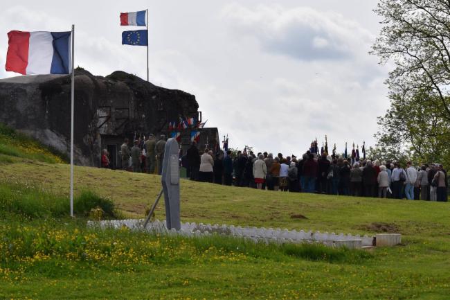 commémoration avec stéle souvenir des combats de 1914 Musée et Histoire du secteur fortifié de Maubeuge