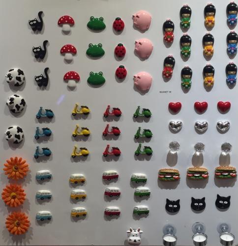 Magnets Vente par correspondance (En cours de développement) Vente d'Objets usuels originaux et colorés - Idées Cadeaux - Déco