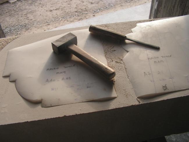 atelier taille de pierre FRANCK DOMAIN MELLERAY Graveur sur pierre Création d'ouvrages en pierre