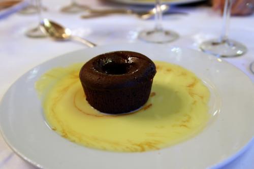 Fondant chocolat crème anglaise Restaurant Cuisine Gastronomique Française . Bistrot Café Cuisine Française