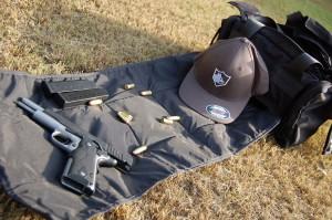 Pistol range bag built in gun mat