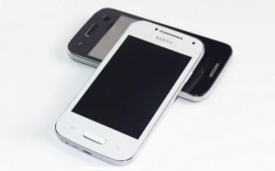 Telemovel Servo - 4 Cartoes SIM em simultaneo - 4 polegadas + TV + SD Card (desbloqueado)