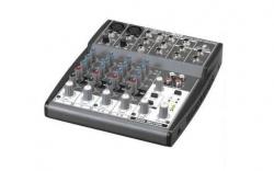 Mesa de Mistura Behringer Xenyx 802 - 8 vias