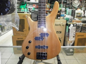 STAGG 4ST ELECTRIC BASS NATURAL LEFT HAND W/T PICK UP MODEL #  BC300LH-N