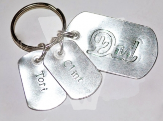 """Personalised Etched """"Mum/Dad"""" Dog Tags Keyring"""