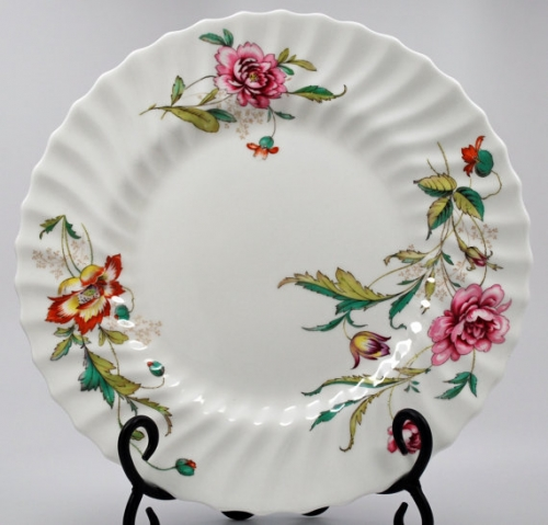 "Decorative Vintage English Royal Doulton Bone China ""Clovelly"" Dinner Plate"
