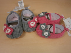 bootees crochet style with crochet flower