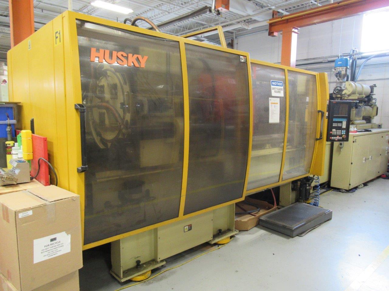 Husky RS85/70 300 TON INJECTION MOLDING MACHINE