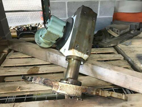 Mazak VTC-200 Vertical Machining Center Tool Changer Arm. ATC arm and gearbox, HRT 040H40F1