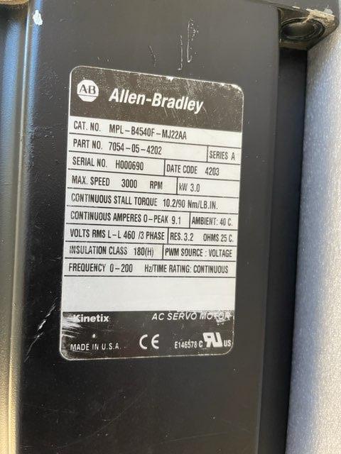 ALLEN BRADLEY SERVO MOTOR, MPL-B4540F-MJ22AA,  Low Inertia, 400V, 3000 RPM, Multi-turn high-resolution encoder.
