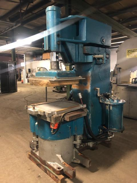 BMM MODEL QJS 222 MOLDING MACHINE S/N DH11259 WITH OMROM SYSMAC C20 PLC CONTROLS, VERY NICE CONDITION