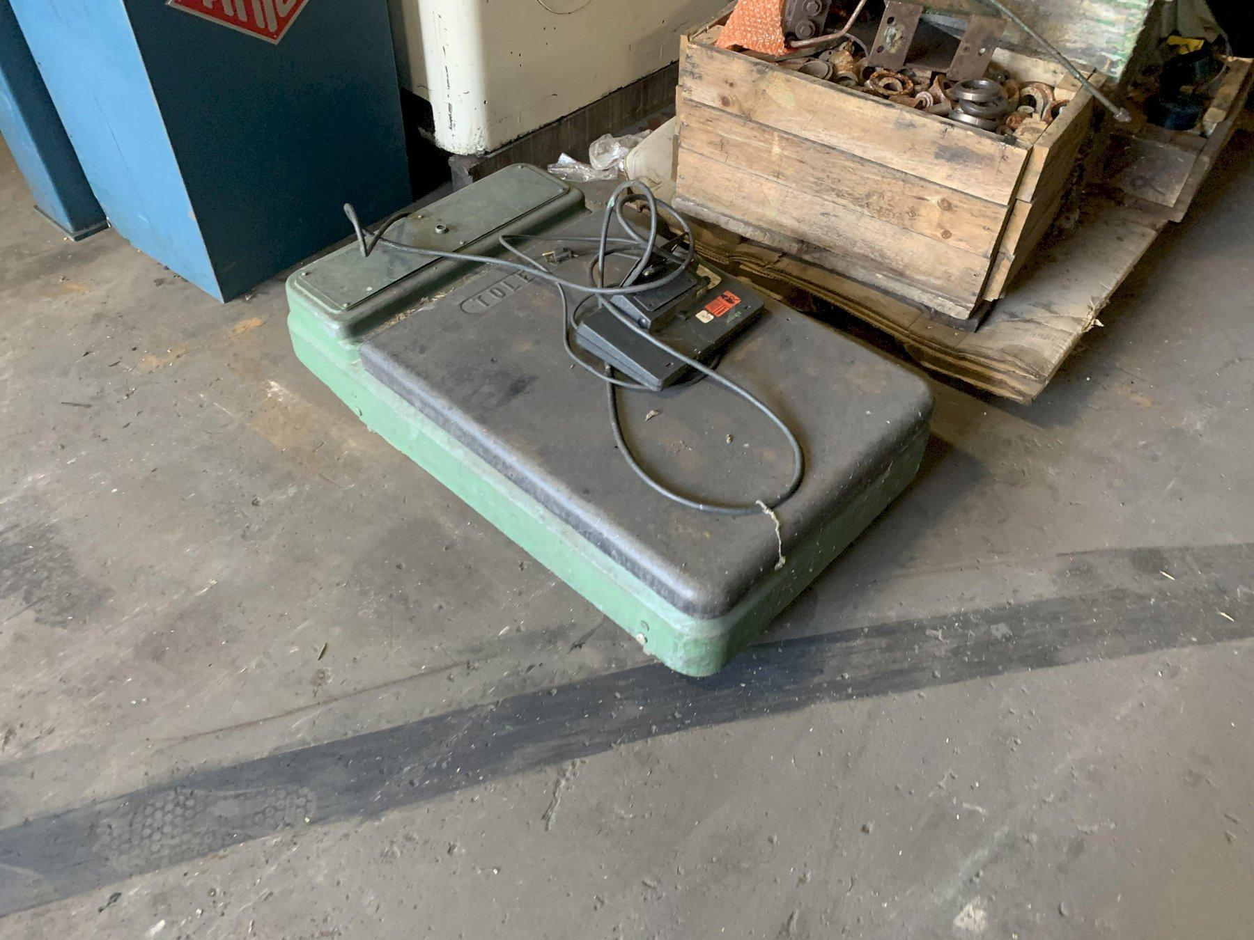 TOLEDO FLOOR SCALE WITH DIGITAL READ OUT: STOCK 12906