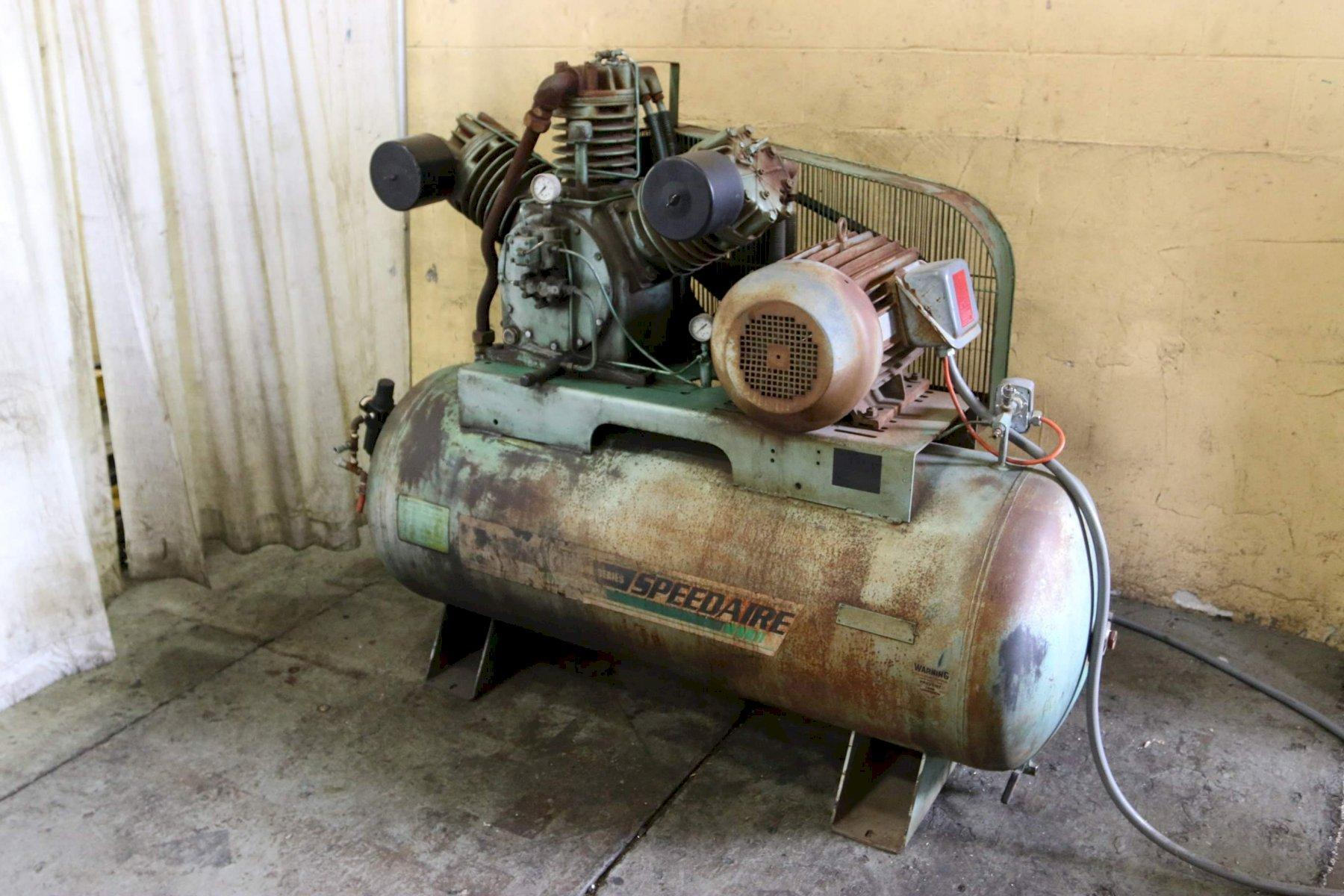 15 HP SPEEDAIRE AIR COMPRESSOR: STOCK #68435