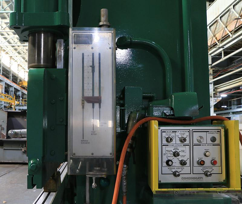 135 Ton x 12 Ft Cincinnati Hydraulic Press Brake Model 135CB10